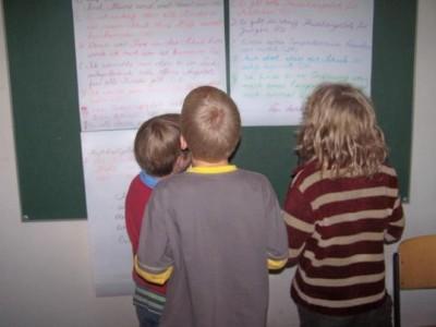 Kinder am Ende eines Indextages