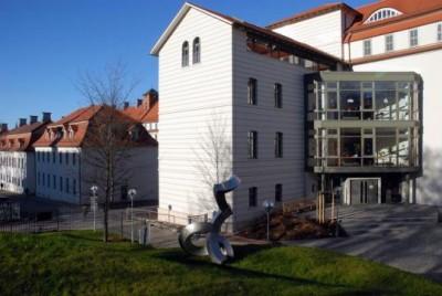 Montesorri Schule frontal